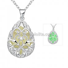 Fashionable Platinum Necklace with Floral Green Heart Pendant for Versatile Occasions