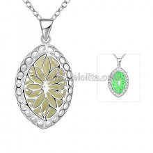 Fashionable Platinum Necklace with Oval Stone Pendant for Versatile Occasions