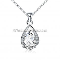 Fashionable Platinum Necklace with Diamond Trimmed Pendant for Versatile Occasions
