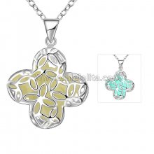 Fashionable Platinum Necklace with Navy Floral Pendant for Versatile Occasions