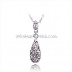 Fashionable Platnium Necklace with Water Drop Pendant for Versatile Occasions