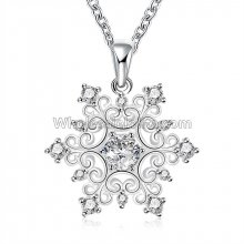 Fashionable Platinum Necklace with Dazzling Flower Pendant for Versatile Occasions