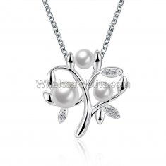 Fashionable Platinum Necklace with Pearl Pendant for Versatile Occasions